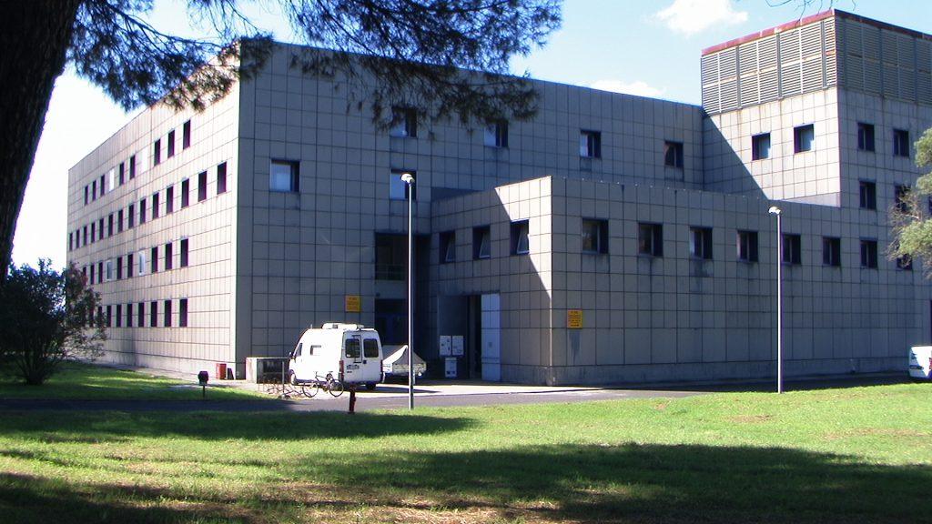In questa foto si vede l'edificio F-65 al cui interno ci sono i laboratori di Robotica.