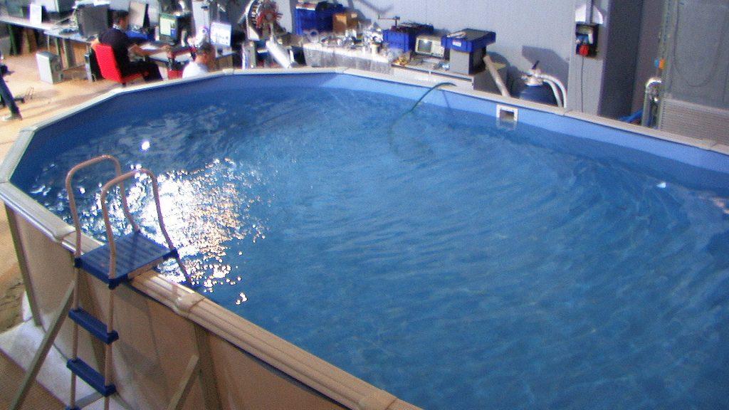 In questa foto si vede la piscina vista dall'alto.