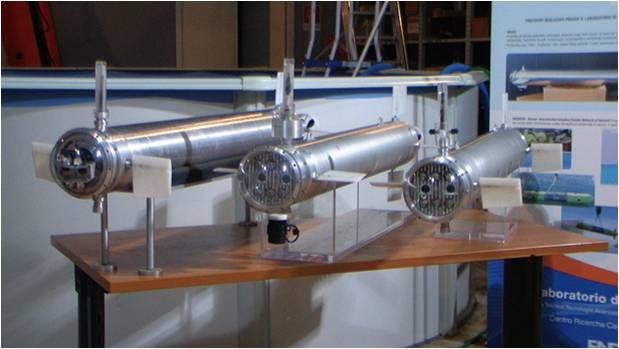 In questa foto si vedono 3 robot sottomarini Venus in esposizione durante l'open-day della ricerca.